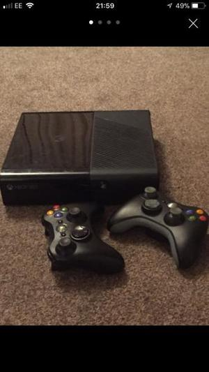Xbox 360 condole S, 2 wireless controls & 8 Games