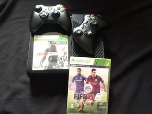 Xbox gb + 2 controllers + 2 games