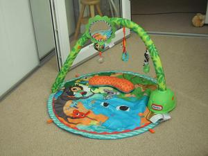 Baby play mat with music and movement