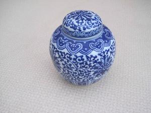 Blue and white delph Ginger Pottery jar with lid