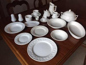 """Lincoln"" china dinner and tea service"