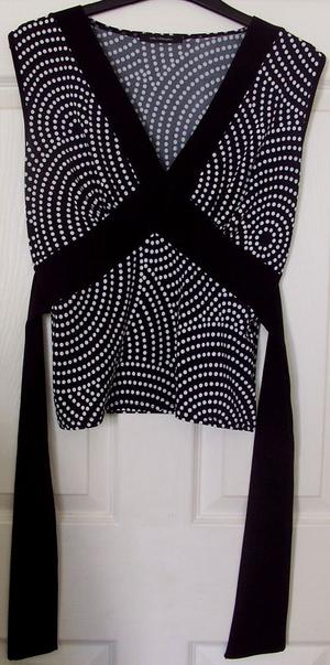 BLACK & WHITE SPOTTED TOP WITH TIE DETAIL - SZ M/ L