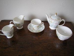 "MINTON ""VANESSA"" PATTERN s TEA FOR ONE"