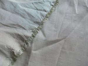 PALE OLIVE GREEN SHIMMERY SLUB WEAVE LIGHTWEIGHT FABRIC 117x
