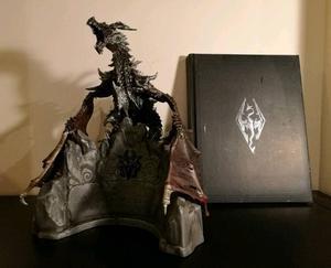 Skyrim collector's edition sculpture & art book