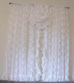 Pretty White All In One Net Curtain With Centre Swag