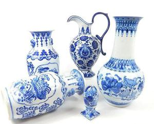 A collection of Chinese blue and white porcelain items inclu