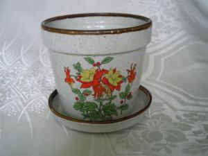 VINTAGE STYLE RUSTIC COUNTRY PLANT POT and SAUCER