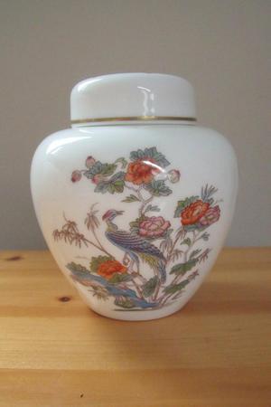 Vintage Wedgwood Kutani Crane bone china ginger jar + lid.