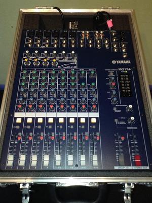 Yamaha MG124 mixer & flight case
