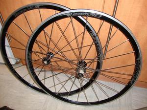 A Set Of 700c Vision Team 30 Road bike wheels