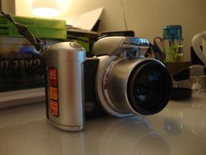 Konica Mintola Dimage Z1 Digital Camera