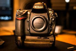 Nikon D700 Full Frame DSLR and Accessories