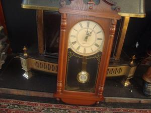 wall pendulum clock