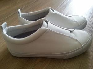Karrimor Men shoes in white color (size 8) in good conditio