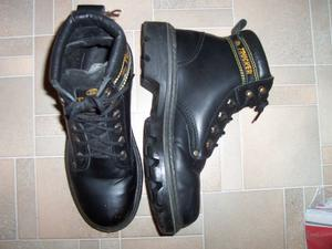 Mens black steel toecap boots - size 6 1/2