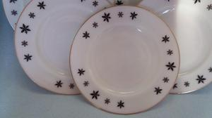 Set of 6 x Pyrex GAIETY SNOWFLAKE Dinner Plates + Gravy Boat
