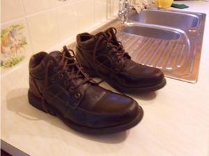 Stout walking boots in Swindon