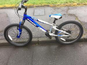 TREK CHILDS MOUNTAIN BIKE MT60 FRONT SUSPENSION TREK CHILDS MOUNTAIN BIKE MT60 FRONT SUSPENSION.