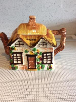 Vintage Old English Cottage tea pot
