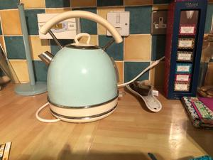 Excellent condition kettle, 4 slice toaster and microwave
