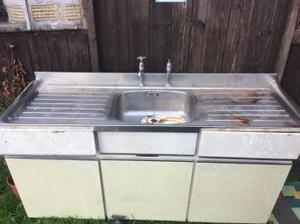 Metal kitchen sink unt