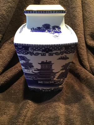 """Ringtons """"Willow Story Vase"""""""