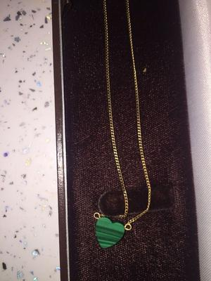 SOLID 9CT GOLD NECKLACE & JADE PENDANT