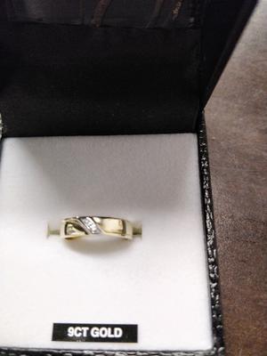 LADIES 9CT GOLD WEDDING RING, NEW IN BOX.
