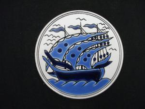 H & R JOHNSON LTD. TRIVET BLUE AND WHITE TILE.