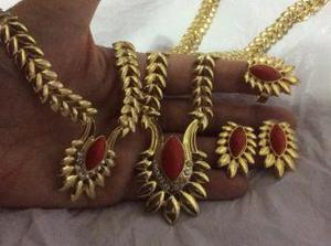CLEOPATRA STYLE GOLD PLATED JEWELLERY SET.