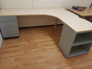 2 large corner desks can separate posot class - Maple office desk ...