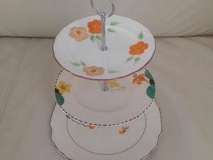 Beautiful 3 tier cake stand.