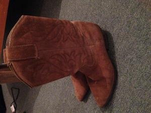 Emu shortie boots & cowboy boots size 6