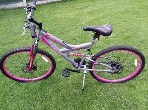 GIRLS MOUNTAIN BIKE (AS NEW) BROUGHT FROM TOYS R US