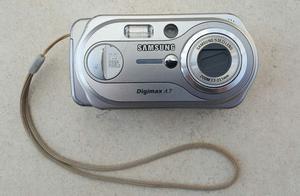 Samsung Digimax A7 7.0MP Digital Camera Silver