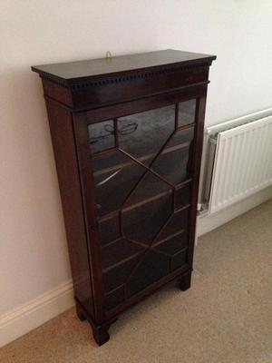 Display cabinet (with key)