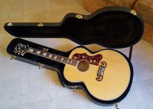Gibson SJ200 with HardCase