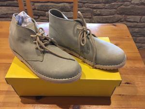 Men's size 7 beige suede boots