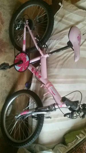 Apollo Kinx Girls Bike.