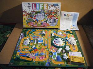 The Simpsons Edition (Game of Life) board game. MB Games . Very good and complete.