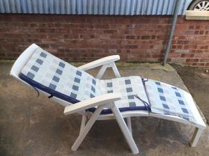 adjustable sun lounger with removeable foot rest
