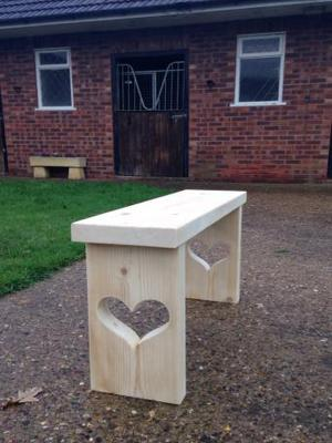 Beautiful hand made rustic bench. Free delivery Lincoln area