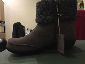 Clarks Ladies Boots in the Box, never been worn size 4 E width. Not wide enough for me. £40