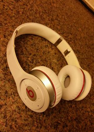 Beats by Dr. Dre wireless headphones used working 99p