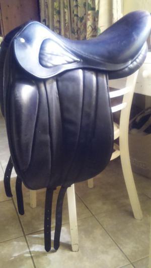 Pariani monoflap dressage saddle