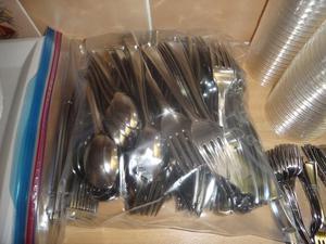 Party bundle of cutlery & crockery