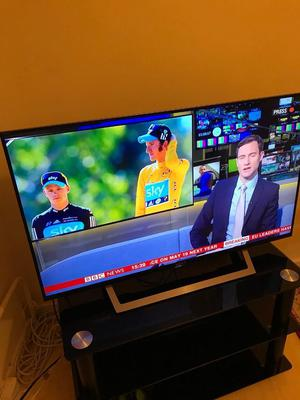 """Sony Bravia 40"""" led WiFi Freeview telly mint condition"""