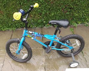 Boy's Appollo Bike As New Age 4-7 yrs, With Accessories