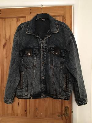 Men's denim jacket size large in dark blue